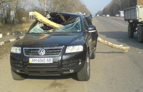 photo tiguan accident page 20 volkswagen tiguan forum. Black Bedroom Furniture Sets. Home Design Ideas